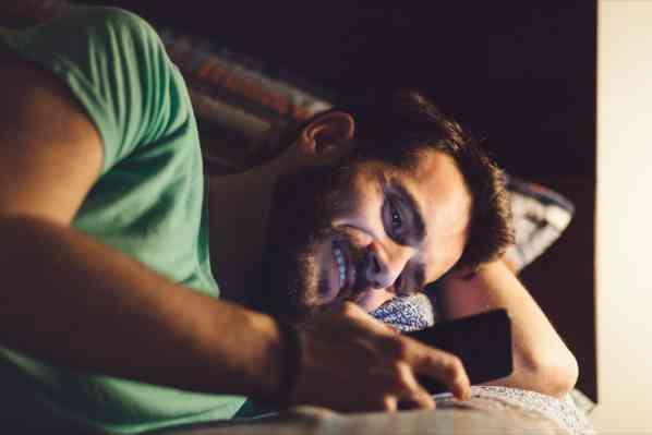 برقراری ارتباط با دیگران قبل از خواب