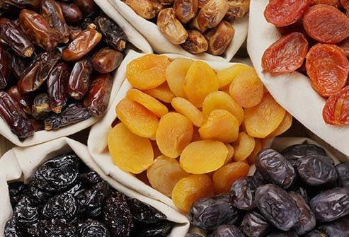 باکتری ها میوه خشک را دوست دارند که به دندان شما می چسبد.